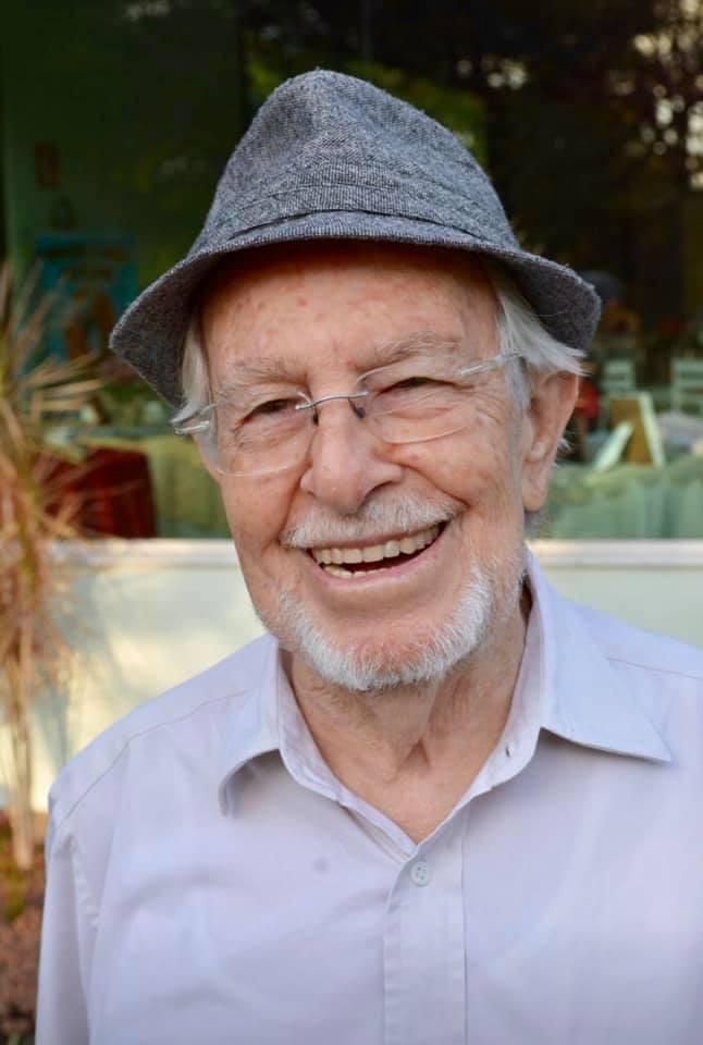 Escritor Ronaldo Simões Coelho morre, aos 88 anos, em BH