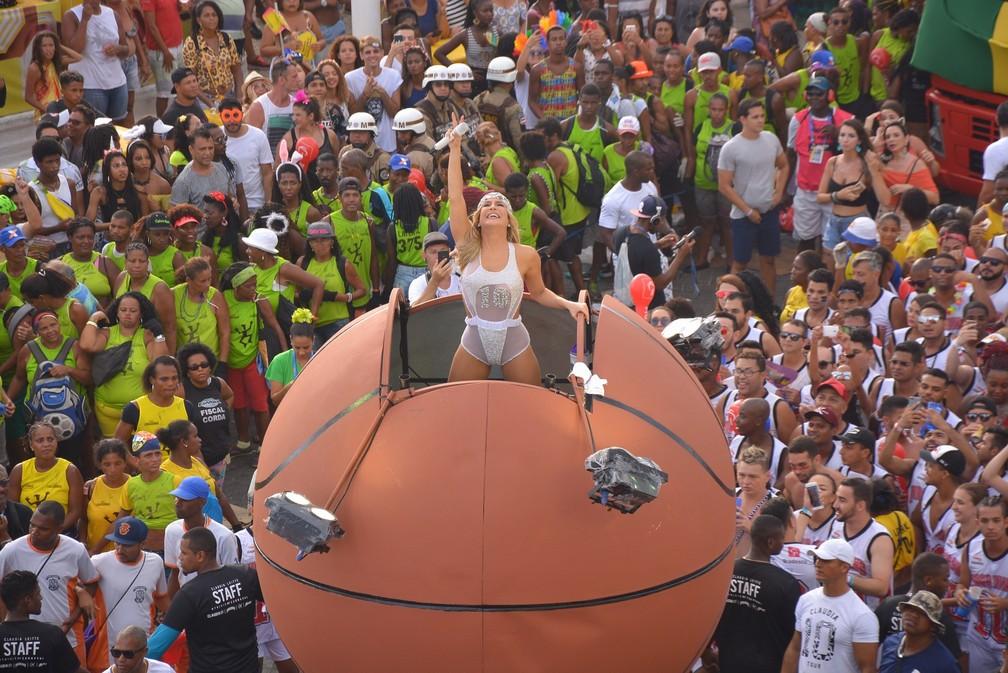 Claudia Leitte comanda o bloco Largadinho (Foto: Junior Improta / Ag Haack)