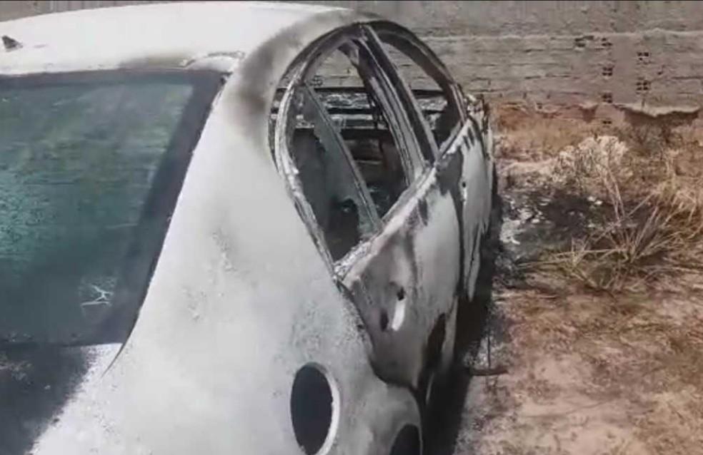 Dois corpos foram achados dentro de carro em Pacajus, na Grande Fortaleza (Foto: Arquivo pessoal)