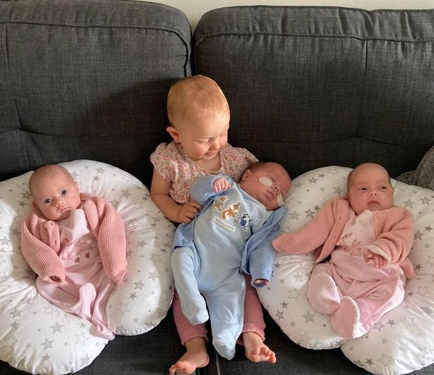 Mia com os irmãos (Foto: Reprodução: YorkShire)
