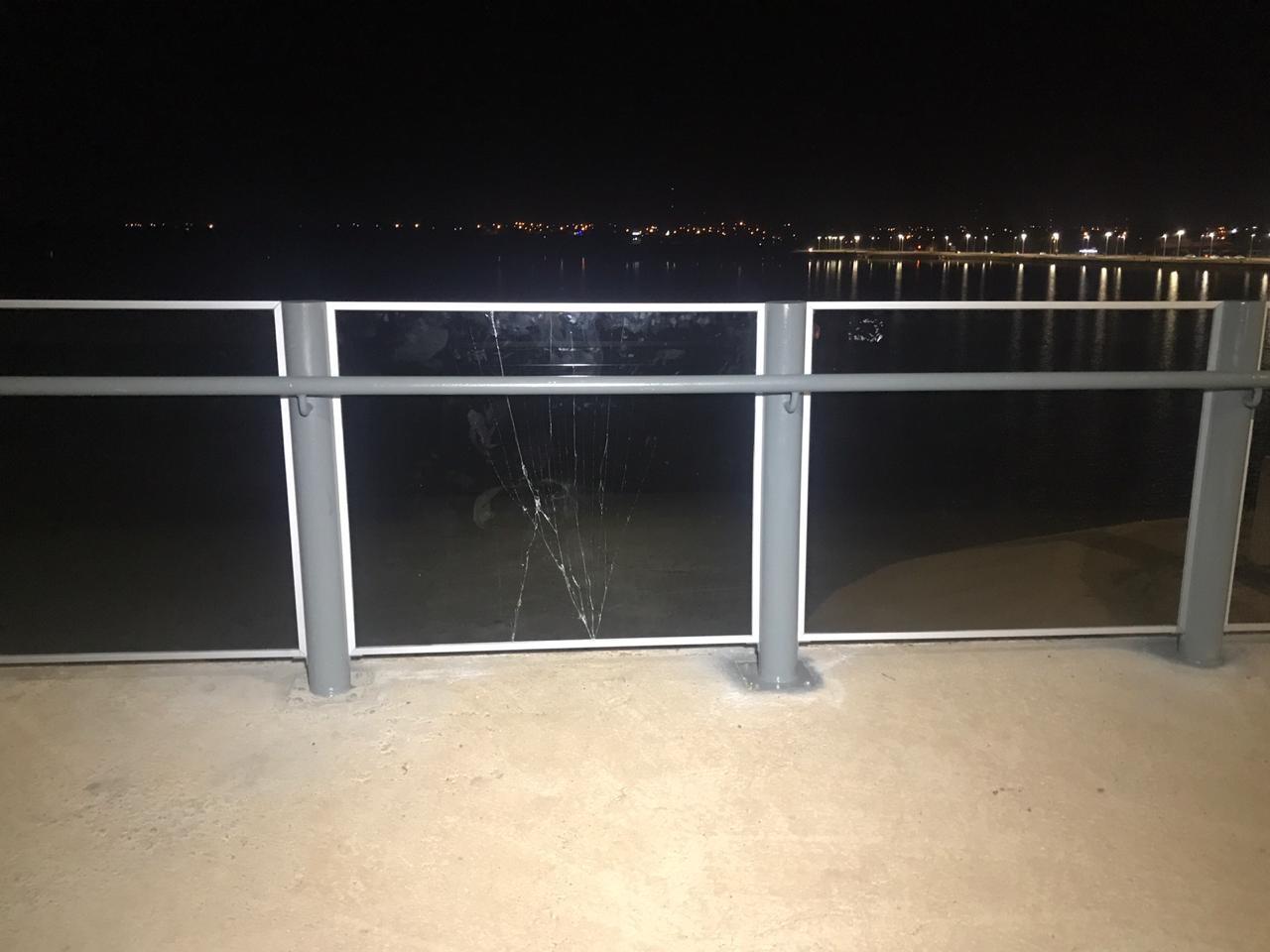 Polícia identifica suspeitos de quebrar vidro de proteção instalado em ponte há menos de uma semana - Notícias - Plantão Diário