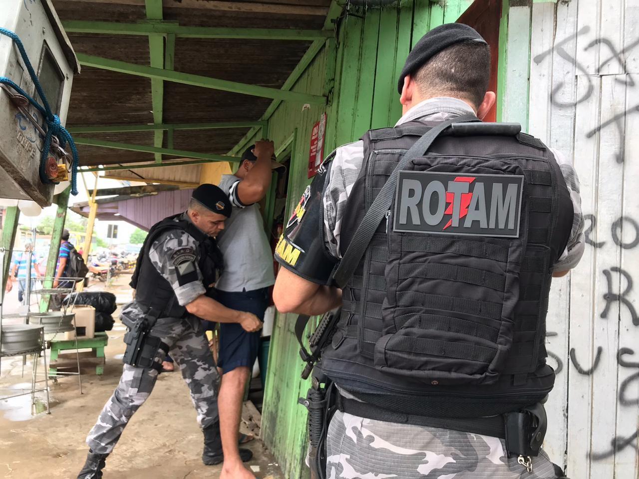 Segurança faz operação em mercado para combater venda de droga em Rio Branco