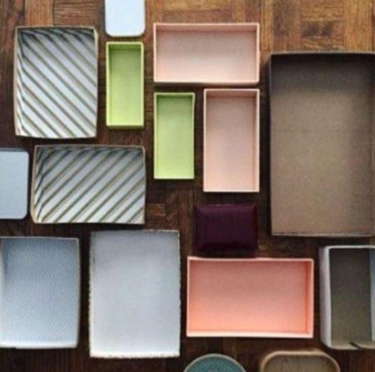 Caixas de todos os tamanhos ajudam a subdividir o espaço em gavetas e armários. Vale reaproveitar embalagens e poupar dinheiro na compra de recipientes caros (Foto: Instagram/Reprodução)