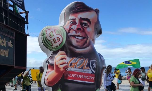 Boneco inflável de Rodrigo Maia em ato bolsonarista no Rio