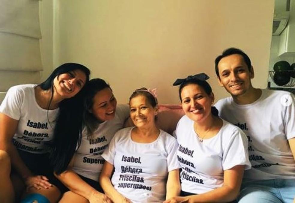 14ba4d2dc ... Débora e Jonathas estão à direita de Iete Isabel Muniz — Foto   Instagram  Divulgação