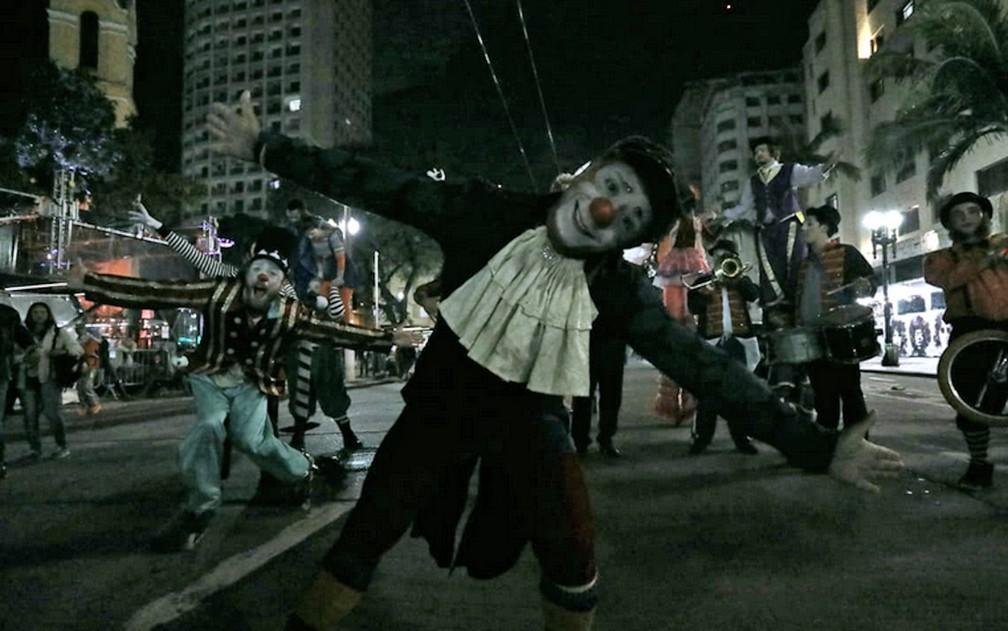 Apresentação de circo no Largo do Paissandu — Foto: Fábio Tito/G1