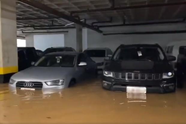 Estacionamento Veículos Alagados (Foto: Reprodução)