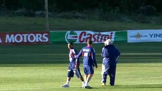 Evra confirma aposentadoria e mira carreira como treinador com a bênção de Alex Ferguson