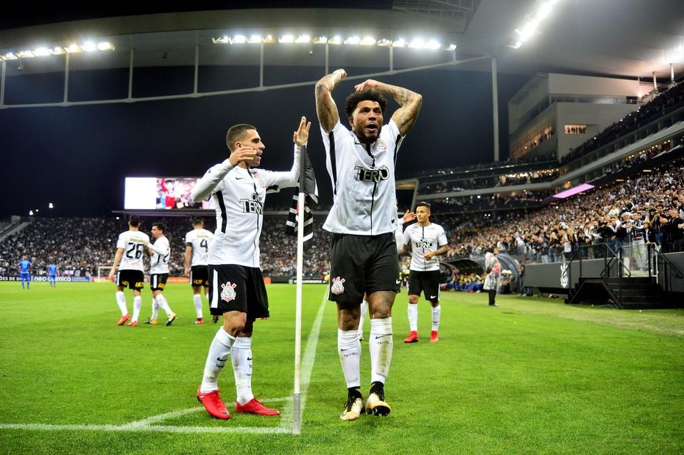 Kazim comemora gol da vitória sobre o Avaí: Corinthians tem 99% de chance de levar o hepta (Foto: Marcos Ribolli)