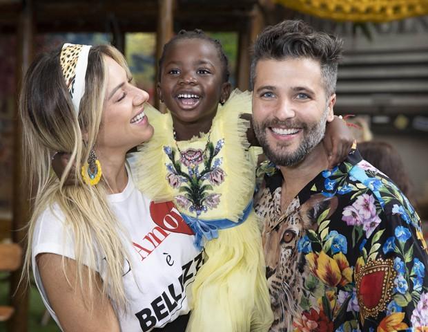 Giovanna Ewbank e Bruno Gagliasso com Titi (Foto: Felipe Panfili/Divulgação)
