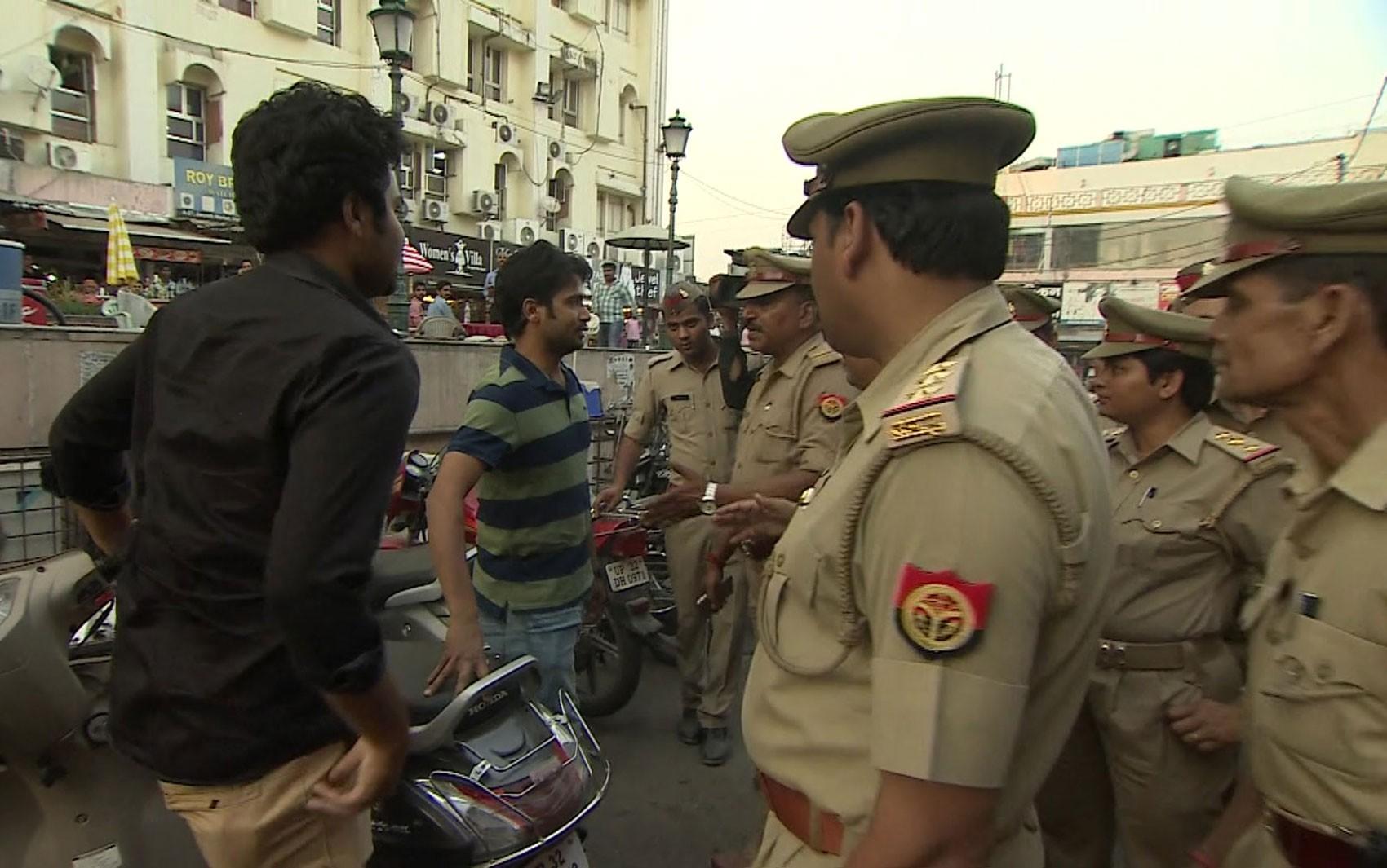 O polêmico esquadrão que combate o assédio sexual nas ruas da Índia