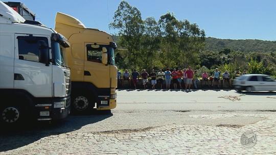 Segundo dia de protestos de caminhoneiros tem paralisações em rodovias no Sul de MG
