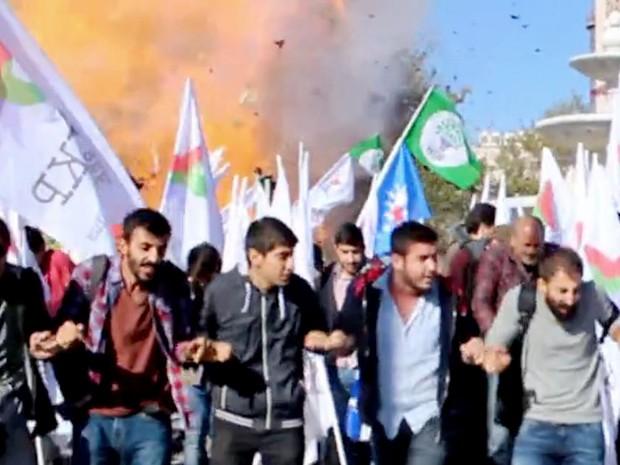 """Imagem tirada de um vídeo feito pela fonte local """"Dokuz8 Haber"""" mostra o momento da explosão na Turquia (Foto: AFP PHOTO/DOKUZ 8 - VIDEO GRAB )"""