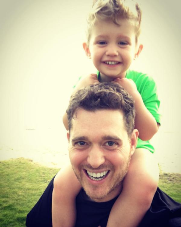 O cantor Michael Bublé com o filho Noah (Foto: Instagram)