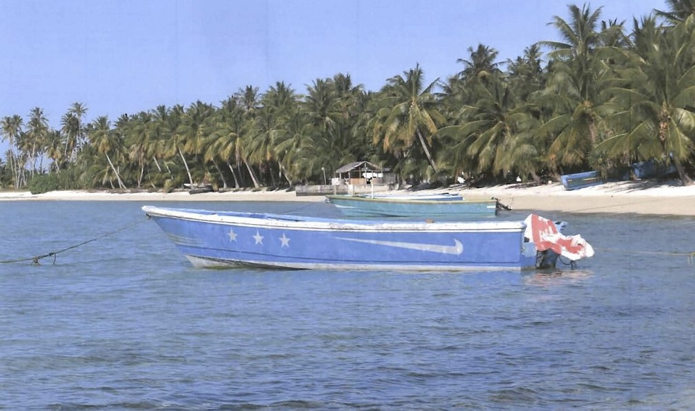 Embarcação fantasma foi encontrada à deriva na costa das Ilhas Marshall, na Oceania — Foto: Departamento de Polícia das Ilhas Marshall/AFP