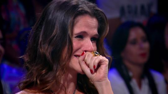 Ingrid Guimarães relembra apoio do pai e chora com show da família
