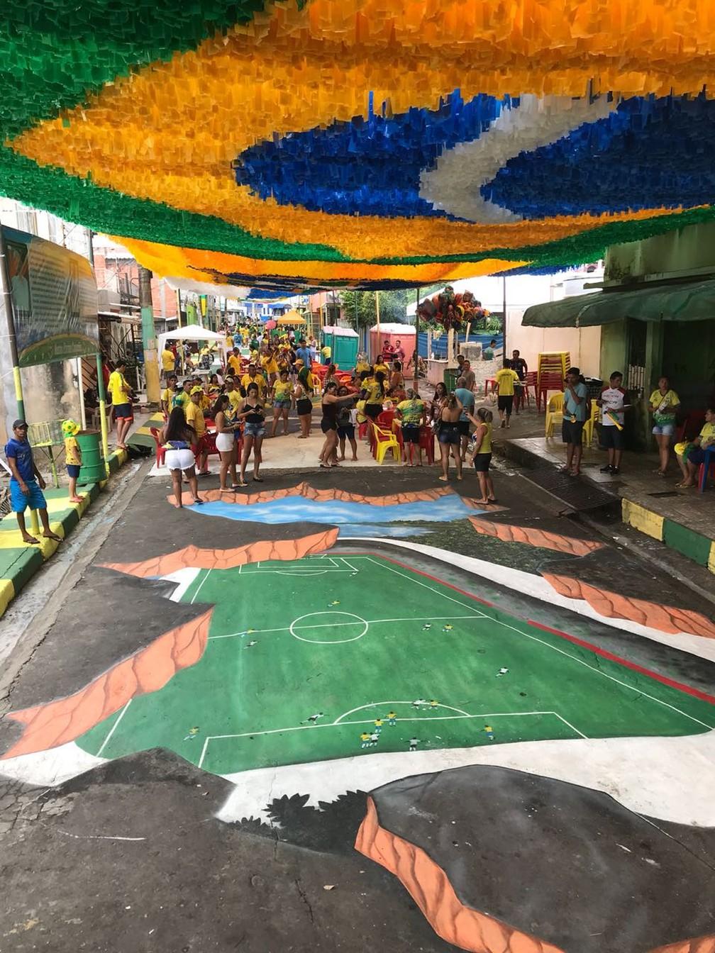 Para Copa Rua Em Manaus Ganha Pintura Realista De Campo De
