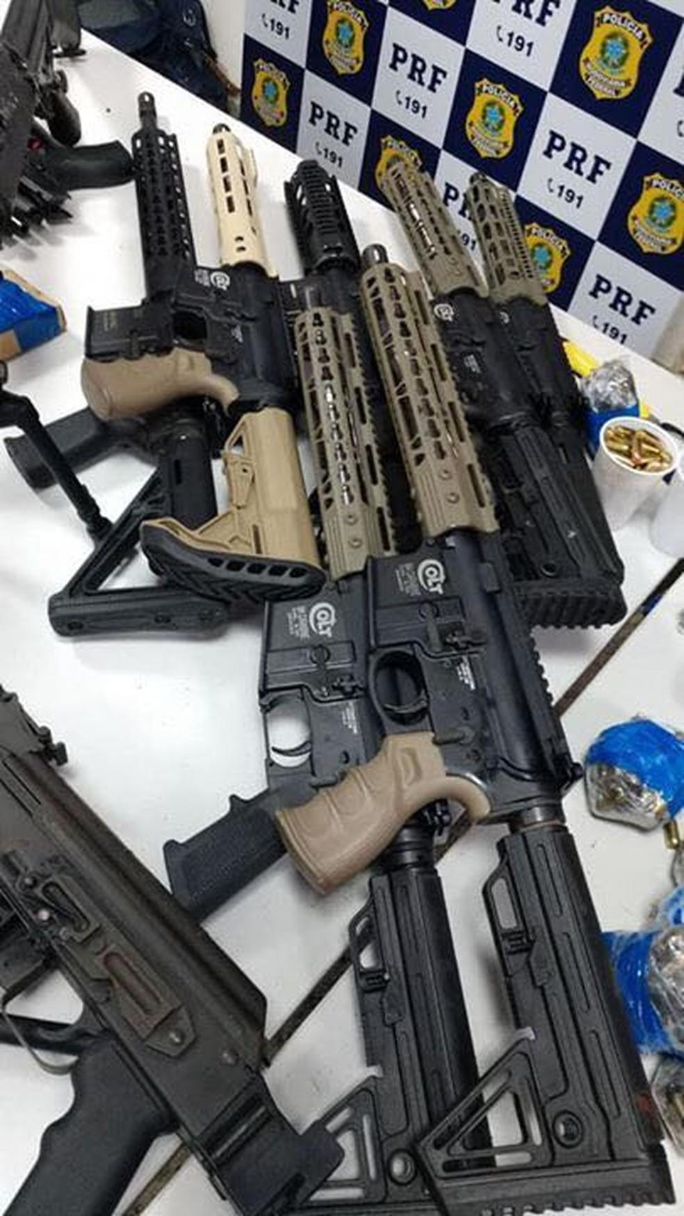 PRF apreendeu 45 armas, entre elas 12 fuzis (Foto: Divulgação)