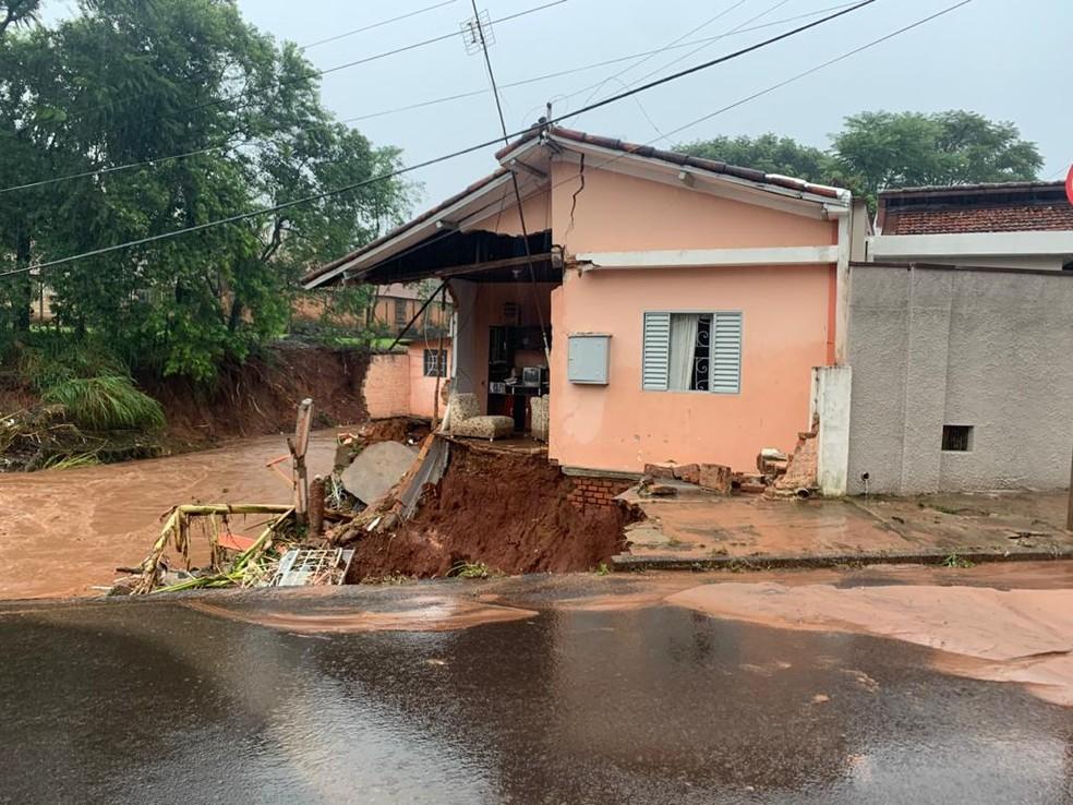 Moradores foram levados para o Ginásio Municipal após ficarem desabrigados em Botucatu — Foto: Arquivo pessoal/Rafael Lazarini Mendes