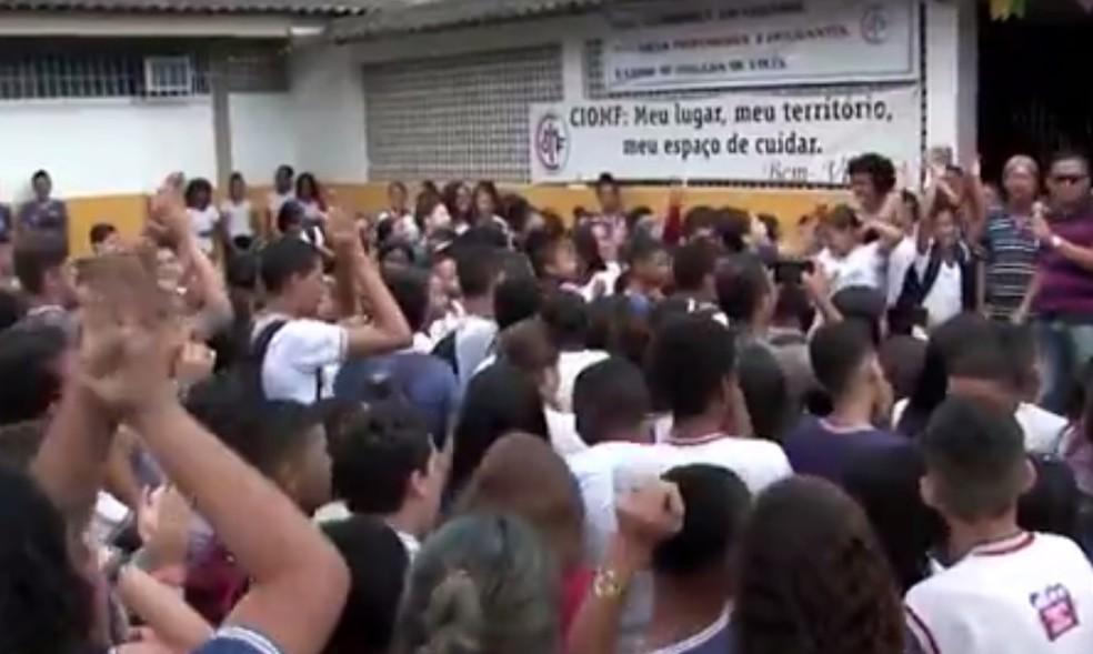 Eestudantes protestaram em Itabuna — Foto: Reprodução/TV Bahia