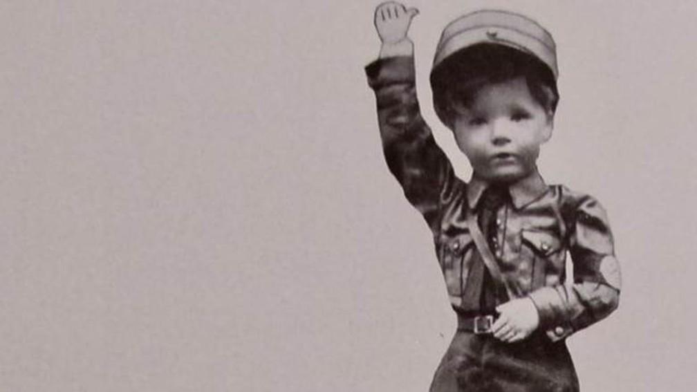 'Kaethe-Kruse-Puppe', um boneco soldado da famosa empresa de produção de bonecos realistas e de preços bem elevados — Foto: Arquivo pessoal/via BBC
