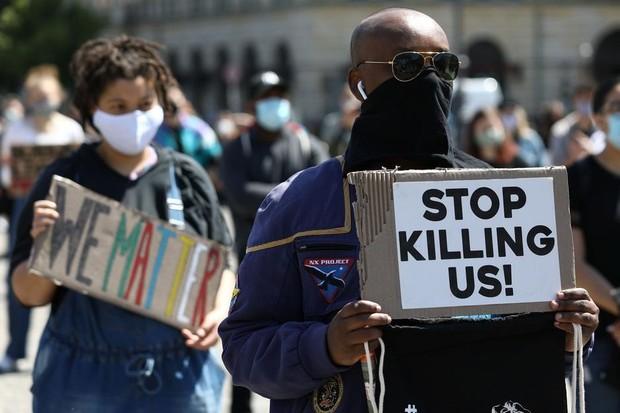 Cidadãos negros protestam após a morte de George Floyd (Foto: Reprodução/Internet)