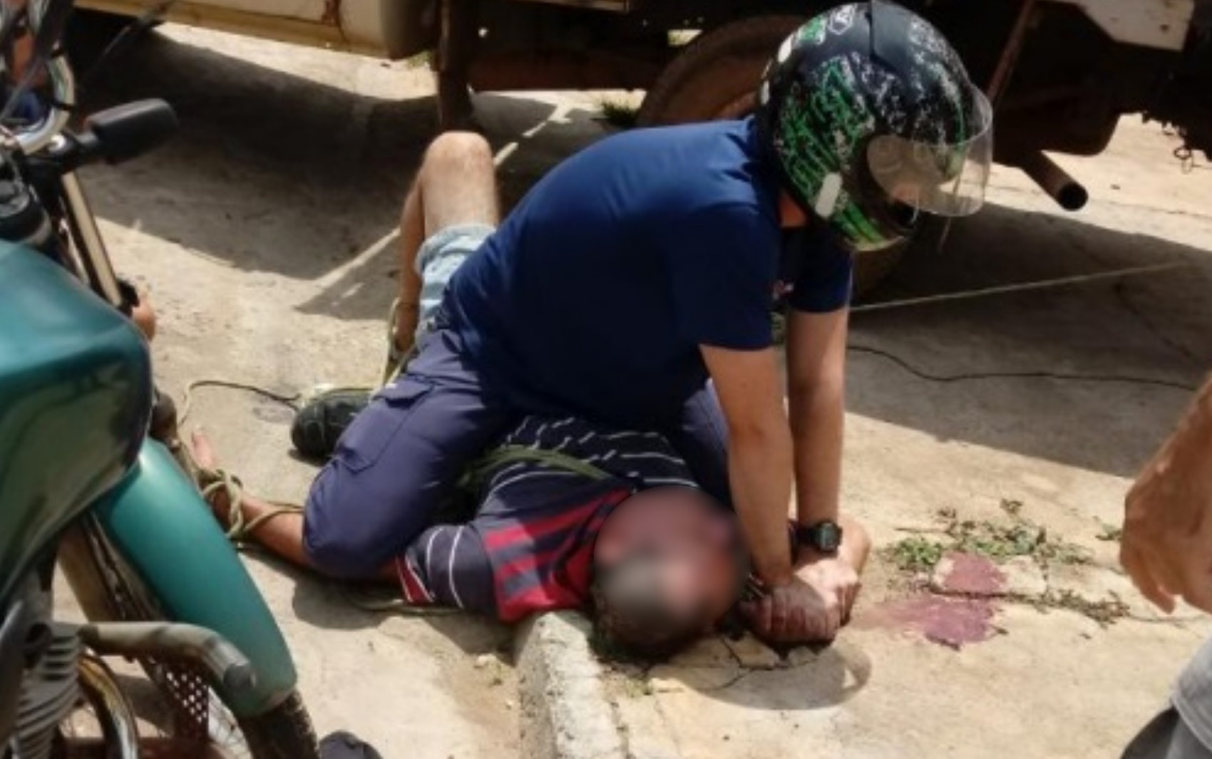 Jovem imobiliza pai para evitar que mãe fosse agredida, em Anápolis