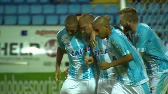 Na história! Com gol contra o Bota, Marquinhos vira o maior artilheiro da Ressacada
