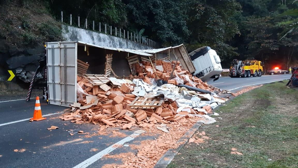 Média de tombamento de caminhões aumenta em 2019 na Serra das Araras, em Piraí, diz PRF - Notícias - Plantão Diário
