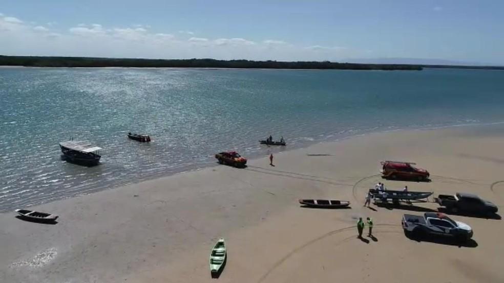 Semar faz buscas em praias do litoral piauiense por manchas de óleo.  — Foto: Divulgação/Semar