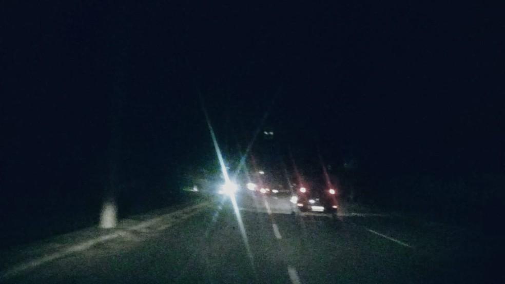 Apagão desta terça (28) deixou avenida no Araçagy apagada e causou engarrafamento no trânsito — Foto: Alex Barbosa