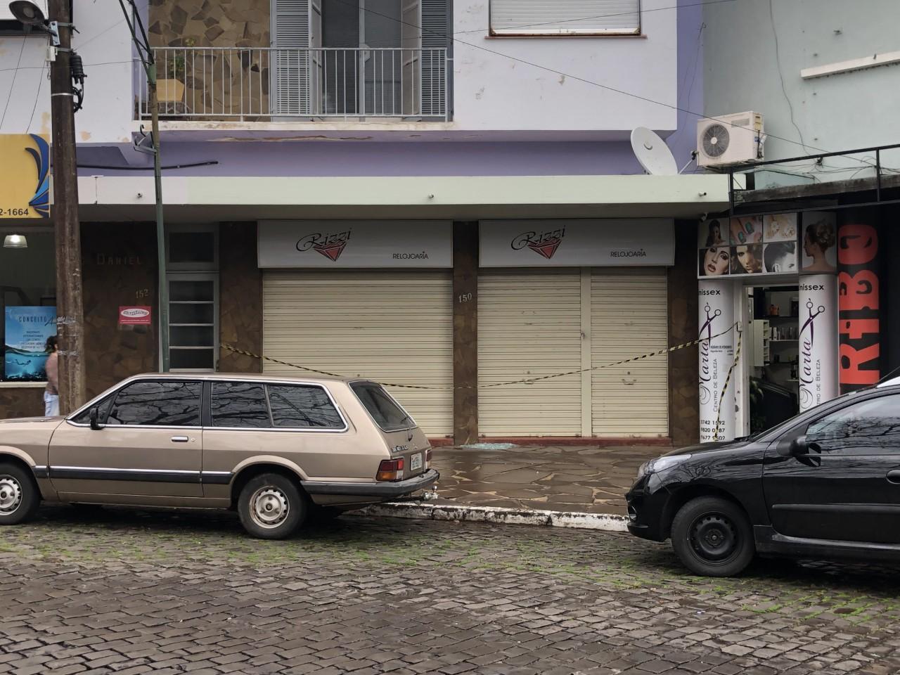 Dono de relojoaria é baleado durante roubo em Sobradinho; dois assaltantes são presos  - Notícias - Plantão Diário