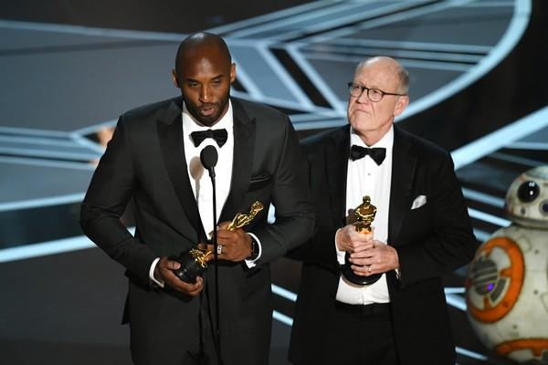 O ex-jogador de basquete Kobe Bryan durante seu discurso de agradecimento no Oscar 2018 (Foto: Getty Images)