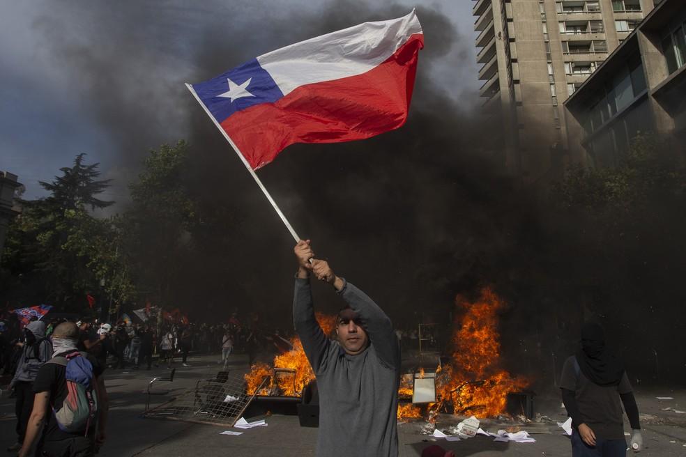 Protestos em Santiago, no Chile — Foto: AFP