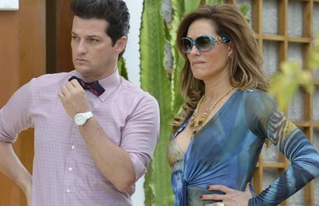 Com a proximidade, Tereza Cristina passa a infernizar ainda mais a vida de Griselda e de seus filhos, contando sempre com a cumplicidade de Crô (Marcelo Serrado), seu mordomo TV Globo