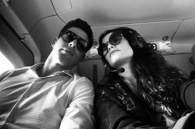 Cauã Reymond e Alinne Moraes nos bastidores de 'Um lugar ao Sol' (Foto: Reprodução)