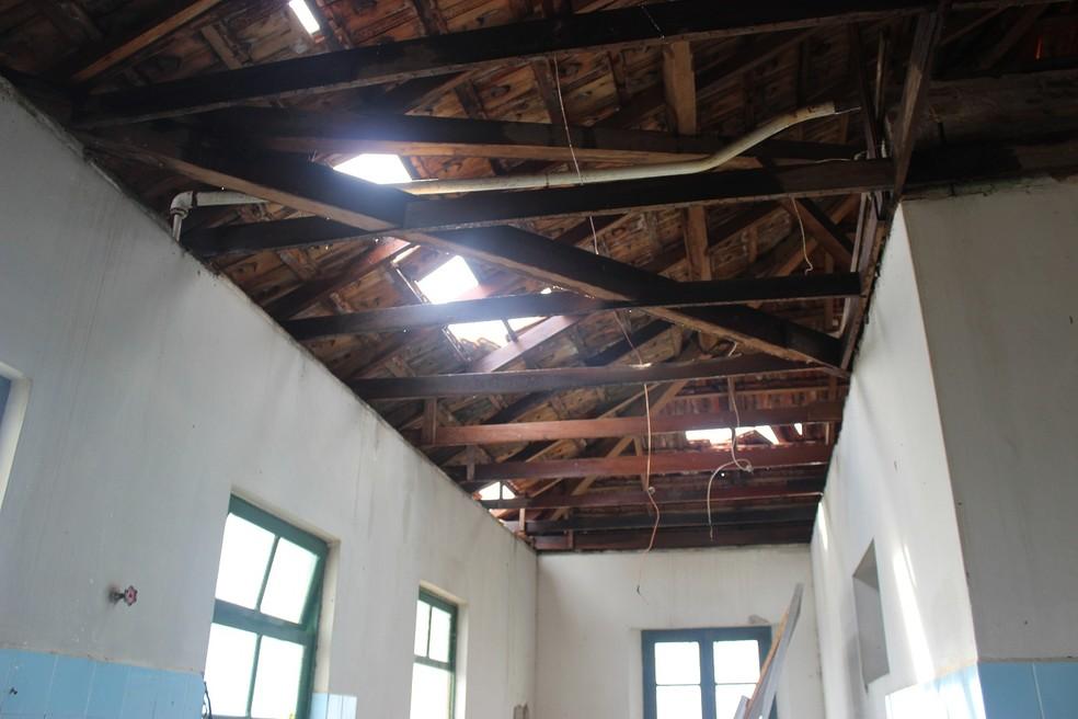 Temporal causa destelhamento no prédio da Prefeitura de São Ludgero nesta quinta-feira (20) — Foto: Prefeitura de São Ludgero/Divulgação
