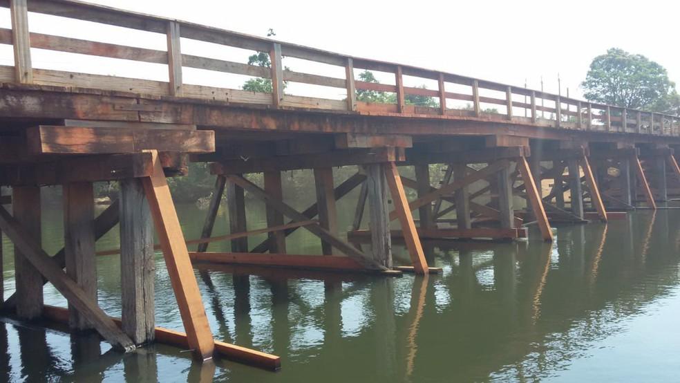 Estrutura da ponte sobre o Rio Aripuanã também corria o risco de desabar — Foto: Prefeitura de Aripuanã/Divulgação