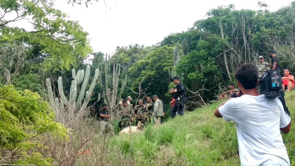 Local onde um corpo foi encontrado em trilha de Arraial do Cabo — Foto: Paulo Henrique Cardoso/InterTV