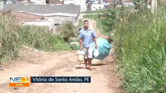 Acesso a bairro de Vitória de Santo Antão está sem calçamento, com lama e buracos