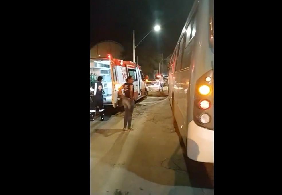 Acidente ocorreu no cruzamento de duas avenidas em Montes Claros — Foto: Reprodução