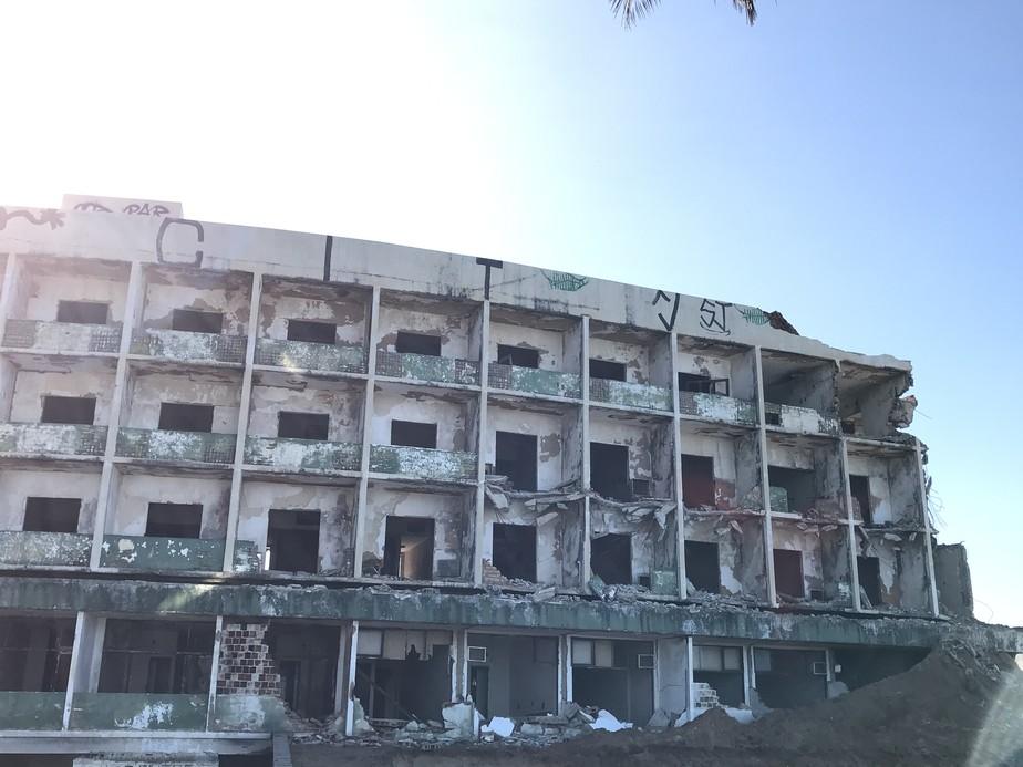 Demolição do Hotel Reis Magos chega a 30% em Natal