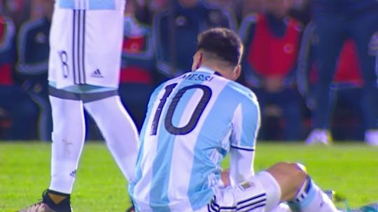 """Autor de falta dura em Messi, Álvaro González não vê violência em lance: """"Na bola"""""""