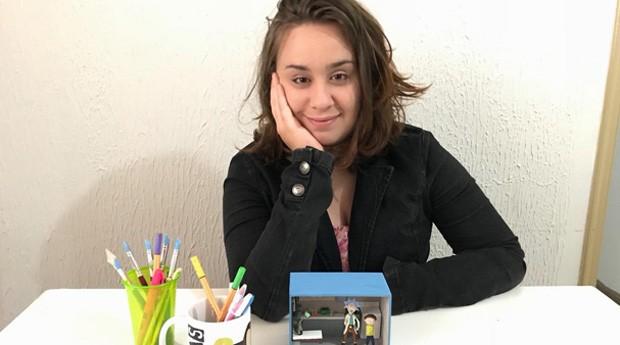 Flávia Barcellos está fazendo sucesso nas redes sociais com seu artesanato (Foto: Arquivo Pessoal)