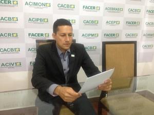 Cícero Alves de Noronha Filho explica que categoria estuda pedido de reembolso (Foto: Hosana Morais/G1)