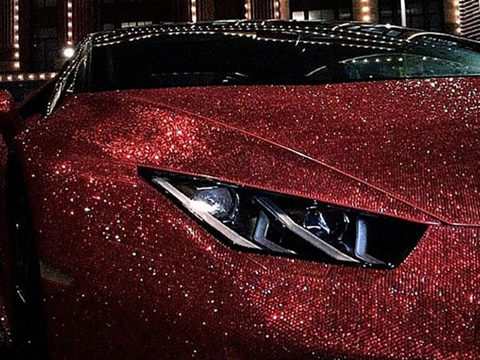 Lamborghini Huracán foi coberta com 1,3 milhão de cristais (Foto: Reprodução/Instagram/@dradionova)
