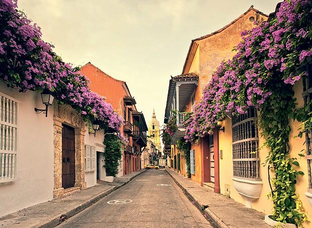 Os balcões floridos no centro de Cartagena lembram a região espanhola da Andaluzia, na Espanha (Foto: eStock Photo/Glow Images/Thinkstock )