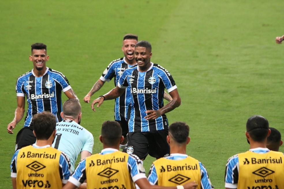 Jean Pyerre comemora o gol de falta contra o Ceará — Foto: Eduardo Moura