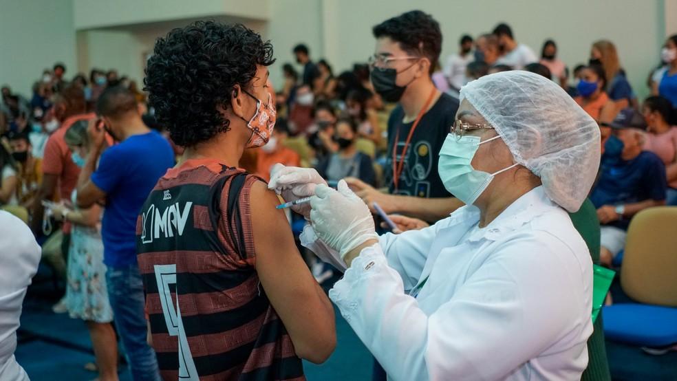 Vacinação de adolescentes contra a Covid-19 em Macapá — Foto: PMM/Divulgação