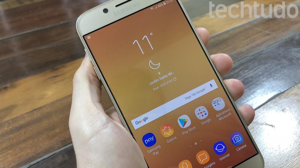 Galaxy J7 Pro tem tela de 5,5 polegadas Full HD — Foto: Helito Bijora/TechTudo